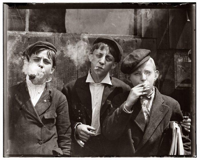 Единственная сохранившаяся фотография членов ПАН-клуба 1949 года (слева направо: А. Ахавьев, Г. Селегей, Д. Рябов)