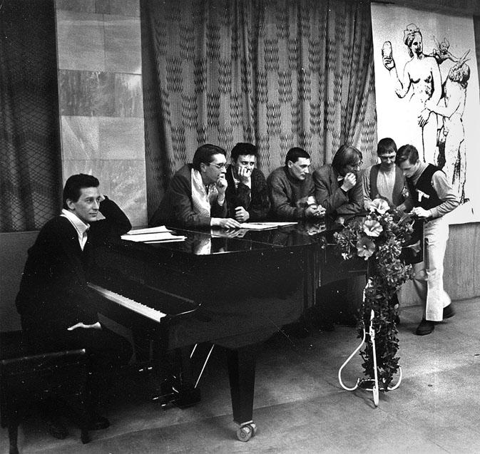Публичное выступление в филармонии в связи с 5-й годовщиной ПАН-клуба в 1997 году (слева направо: И. Филиппов, Г. Селегей, А. Королёв, Ю. Богатырёв, А. Ахавьев, Д. Рябов, Ю. Чепурнов)