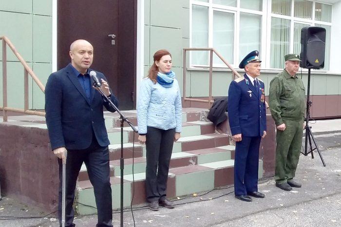 Выступают дупутаты горсовета Денис Плотников и Олег Волобуев