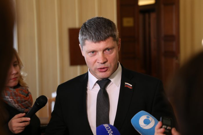 Валентин Сичкарев напомнил, что через государственные программы финансируется более 97 процентов облбюджета
