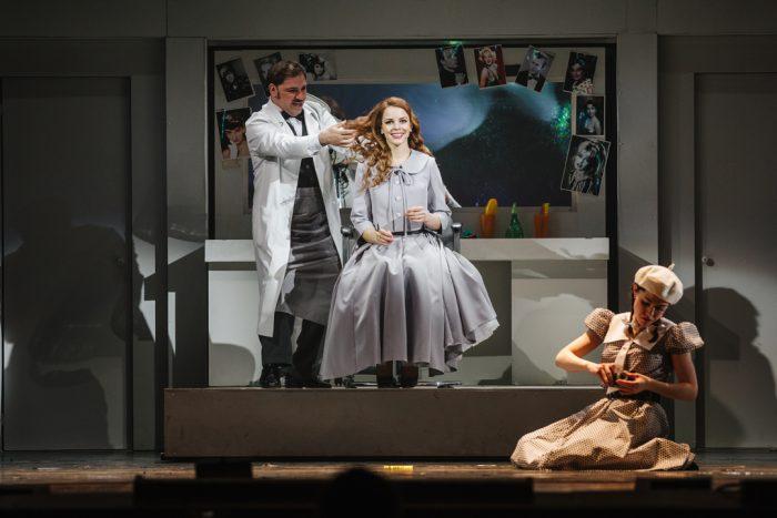 Сцена из спектакля «Римские каникулы» Новосибирского музыкального театра