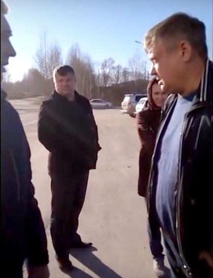 Кадр из видео: За мгновение до потасовки