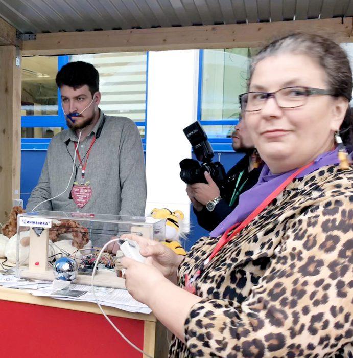 Ольга Джафарова и Иван Поликарпов, зав. лабораторией Инжевика, на VI Всероссийской конференции ЦМИТ (Центры молодежного инновационного творчества)