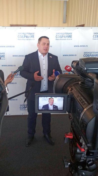 Депутат Глеб Поповцев считает ситуацию с семенами катастрофичной, особенно накануне посевной