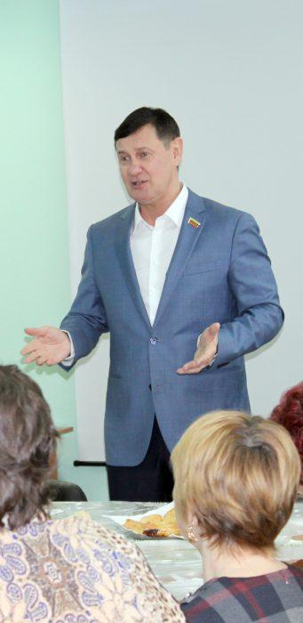Депутат Игорь Салов пожелал женщинам радости, благополучия и достатка