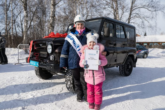 Обладатель главного приза и высокого звания — оператор пульта управления обогатительной фабрики Елена Дятлова