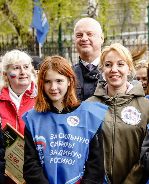 Участники экологической акции «Зеленый десант Дзержинки» и депутат горсовета Екатерина Митряшина