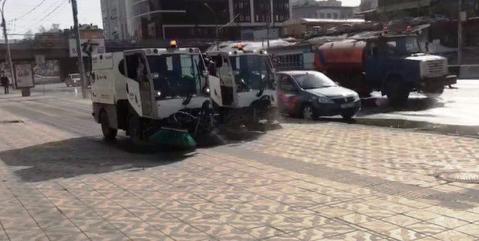 Тротуары тоже моют