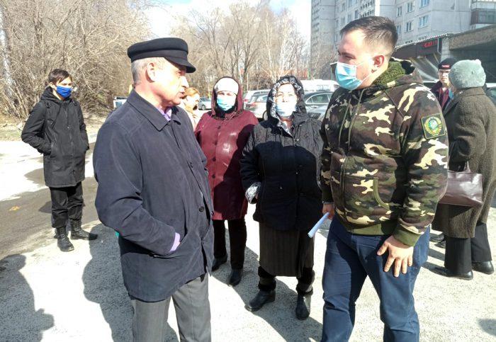 Георгий Андреев (справа) проводит заседание «оперативного штаба»