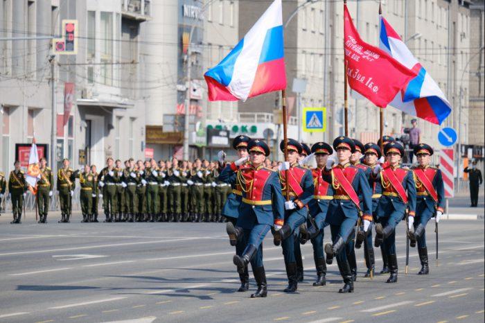 Военный парад в честь 75-летия Победы СССР в Великой Отечественной войне. Новосибирск, площадь Ленина, 24 июня 2020 года.