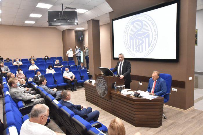 Губернатор Новосибирской области вручил дипломы выпускникам Новосибирского государственного медицинского университета