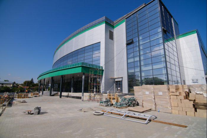 Здание строящегося регионального центра волейбола в Новосибирске.