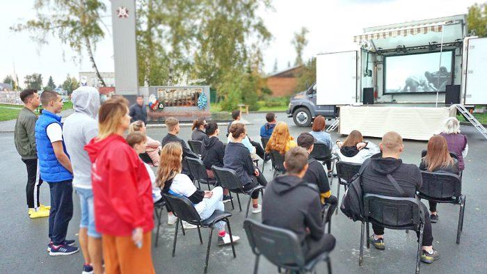 Автоклуб в Мошковском районе: идет просмотр фильма «Судьба человека».