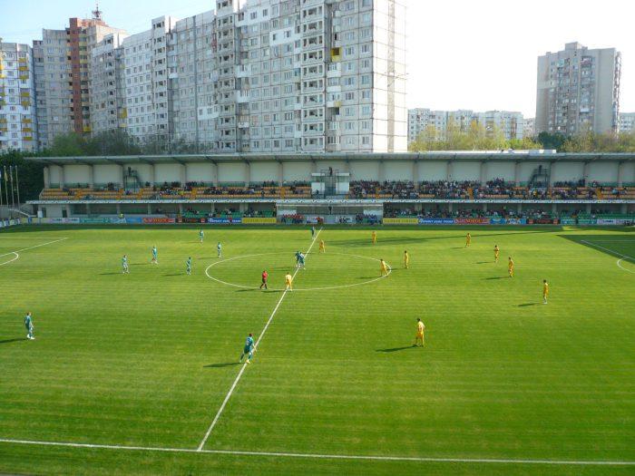 Источник фото стадиона «Зимбру» в Кишиневе: Wikimedia Commons, Andrei Anghelov