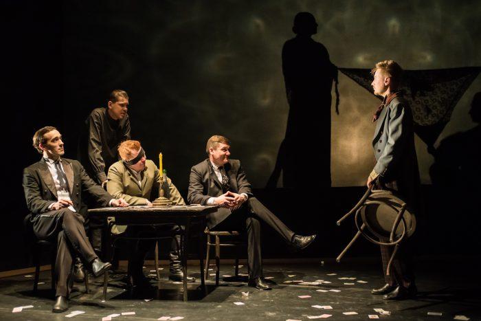 Сцена из спектакля «Игроки». Фото предоставлено пресс-службой театра «Глобус»