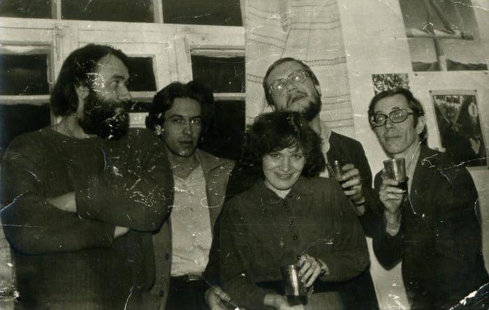 В редакции газеты «На вахте», 1989 г. (слева напрвао: Вячеслав Досычев, Виктор Русских, Яна Колесинская, Валентин Сидоров, Леонид Каурдаков)