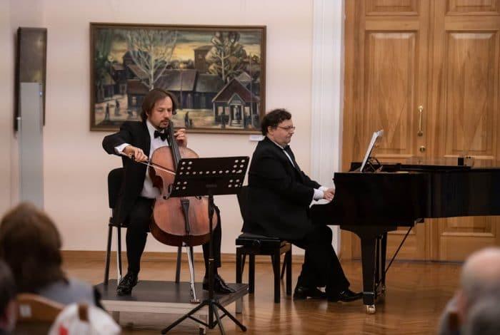 Станислав Овчинников (виолончель), Андрей Молчанов (фортепиано)