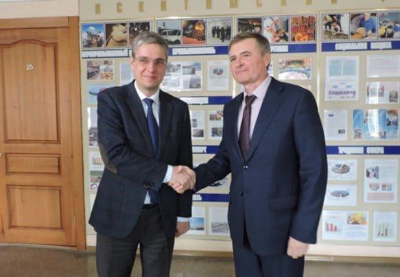 Министр Игорь Яковлев смог поздравить Юрия Саблина прямо в день избрания