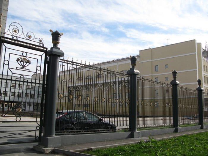Новосибирскому хореографическому училищу компания спроектировала забор «как в Питере»